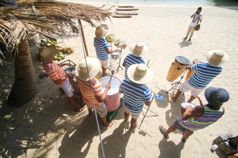 boracay bryan photographer beach wedding boraracay wedding drummers